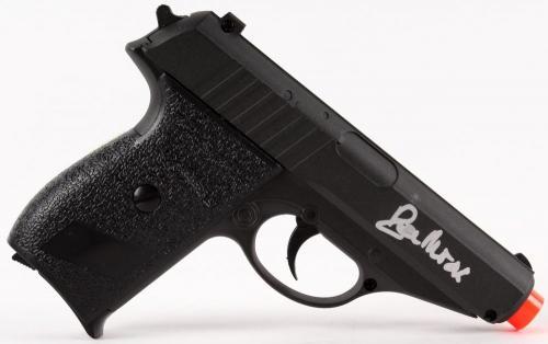 ROGER MOORE SIGNED JAMES BOND 007 AIRSOFT REPLICA GUN w/ PSA LOA FOR AUTOGRAPH