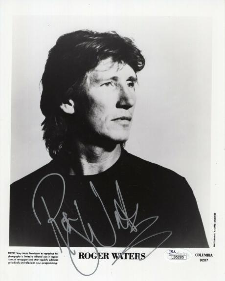 ROGER WATERS HAND SIGNED 8x10 PHOTO      BEST POSE EVER      PINK FLOYD      JSA