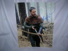 "RUSSELL CROWE as ROBIN LONGSTRIDE in 2010 Movie ""ROBIN HOOD"" Signed 11x14 Color Photo"