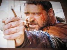 RUSSELL CROWE SIGNED AUTOGRAPH 11x14 PHOTO ROBINHOOD BOW ARROW IN PERSON COA G