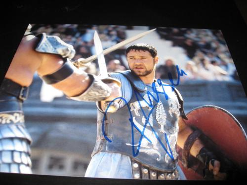 RUSSELL CROWE SIGNED AUTOGRAPH 8x10 PHOTO GLADIATOR PROMO OSCAR WINNER COA G