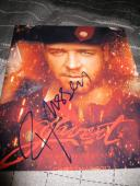 RUSSELL CROWE SIGNED AUTOGRAPH 8x10 PHOTO LES MISERABLES PROMO IN PERSON COA N