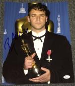 Russell Crowe Signed Autograph Classic Oscars Trophy Pose 11x14 Photo Jsa L74074
