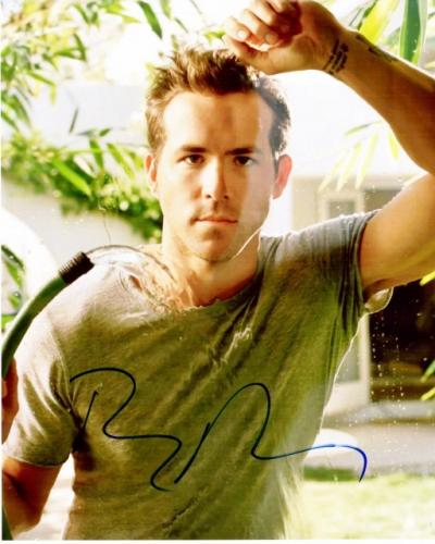 Ryan Reynolds Signed - Autographed DEADPOOL Actor 8x10 inch Photo - Guaranteed to pass BAS