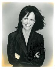 Sally Field Signed Authentic Autographed 8x10 Photo (PSA/DNA) #B78821