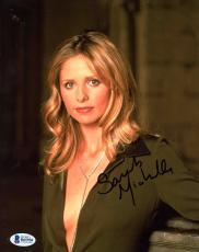 """Sarah Michelle Gellar Autographed 8"""" x 10"""" Up Close Wearing Green Shirt Photograph - Beckett COA"""