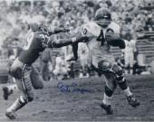 Gale Sayers Chicago Bears Autographed 16'' x 20'' vs. San Francisco 49ers Photograph - Mounted Memories