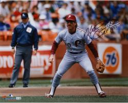 Mike Schmidt Philadelphia Phillies Autographed 16'' x 20'' Photograph with HOF 1995 Inscription - Mounted Memories