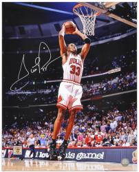 Scottie Pippen Chicago Bulls Autographed 16'' x 20'' Dunk Photograph - Mounted Memories