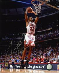 "Chicago Bulls Scottie Pippen Autographed 8"" x 10"" Photo - - Mounted Memories"