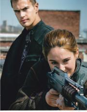 Shailene Woodley Signed 8x10 Photo Autograph Divergent Secret Life Coa D