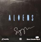 SIGOURNEY WEAVER signed Aliens Laser Disc -Perfect signature-JSA #I61324