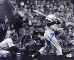 SNIDER, DUKE AUTO (DODGERS/B/W/SWINGING) 8X10 PHOTO - Mounted Memories