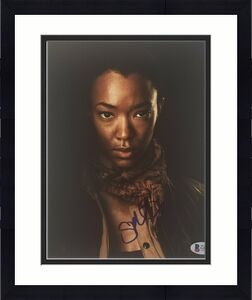 SONEQUA MARTIN-GREEN Signed SASHA THE WALKING DEAD 8X10  PHOTO BAS COA AUTOGRAPH