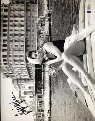 SOPHIA LOREN Hand Signed BAS BECKETT COA 8x10 Photograph Autographed Authentic