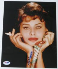 Sophia Loren Signed Authentic Autographed 8x10 Photo PSA/DNA #I45061