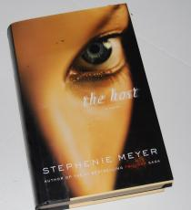 STEPHENIE MEYER signed (THE HOST) HARDCOVER First EDITION BOOK W/COA *TWILIGHT*