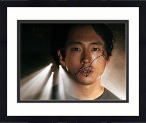 Steve Yeun The Walking Dead Autographed Signed Photo UACC RD AFTAL RACC TS