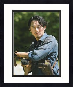 Steven Yeun Autographed The Walking Dead 8X10 Photo