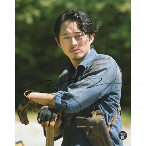 Steven Yeun Autographed The Walking Dead 8X10 Photo