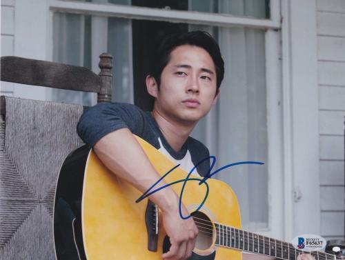 Steven Yeun Signed 8x10 Photo Walking Dead Beckett Bas Autograph Auto Coa D
