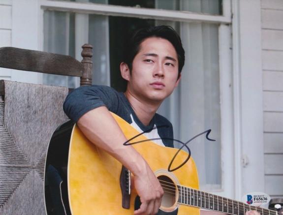 Steven Yeun Signed 8x10 Photo Walking Dead Beckett Bas Autograph Auto Coa E