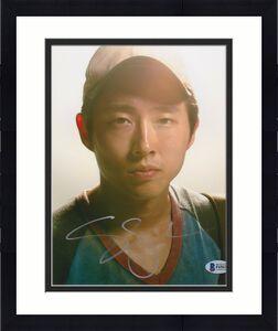Steven Yeun Signed 8x10 Photo Walking Dead Beckett Bas Autograph Auto Coa H