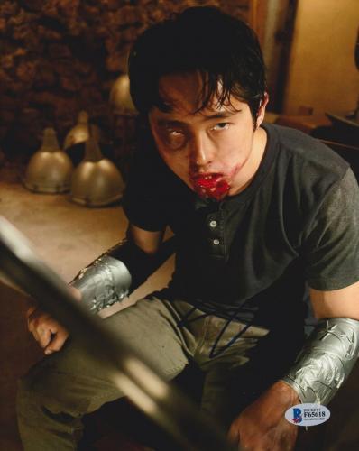 Steven Yeun Signed 8x10 Photo Walking Dead Beckett Bas Autograph Auto Coa N