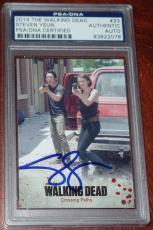 Steven Yeun Signed Auto'd The Walking Dead 2014 Card #33 Psa/dna Slabbed Glenn