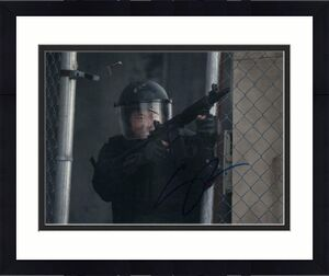 STEVEN YEUN SIGNED AUTOGRAPH 8x10 PHOTO - GLENN RHEE THE WALKING DEAD, MINARI