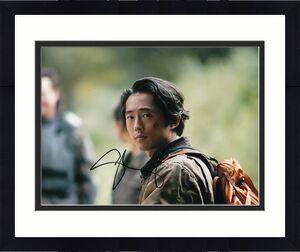 STEVEN YEUN signed (THE WALKING DEAD) TWD 8X10 photo *GLENN RHEE* W/COA