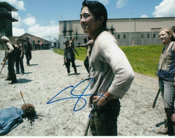 STEVEN YEUN signed (THE WALKING DEAD) TWD TV SHOW 8X10 photo Glenn Rhee W/COA #2