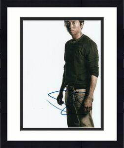 STEVEN YEUN signed (THE WALKING DEAD) TWD TV SHOW 8X10 photo Glenn Rhee W/COA #7