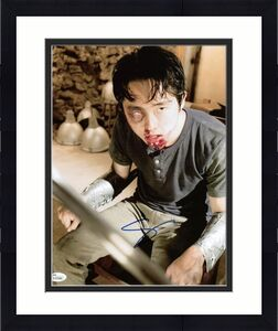 Steven Yeun The Walking Dead Signed 11X14 Photo JSA #K57526