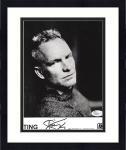 STING HAND SIGNED 8x10 PHOTO          AWESOME POSE        THE POLICE         JSA