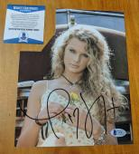 Taylor Swift Signed Photo BAS Beckett Authenticated AUTO Country Pop Music Star