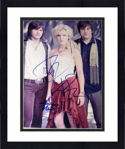 The Band Perry Signed Autograph Full Group Sexy Casual New Promo 8x10 Photo Coa