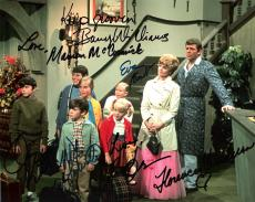 """THE BRADY BUNCH"""" Signed by MCCORMICK, HENDERSON, PLUMB, OLSEN, WILLIAMS, KNIGHT, and LOOKINLAND 10x8 Color Photo"""