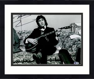 The Who Pete Townshend Autographed 11 x 14 Couch Photo Beckett BAS COA