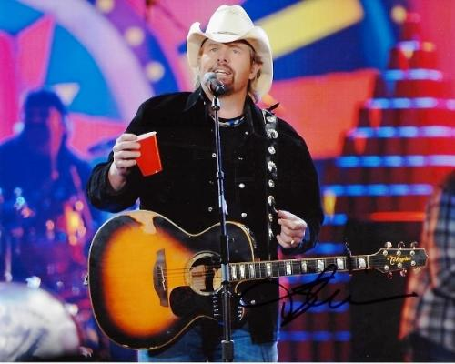 Toby Keith Signed - Autographed Concert 8x10 inch Photo - Guaranteed to pass PSA or JSA - Country Music Singer