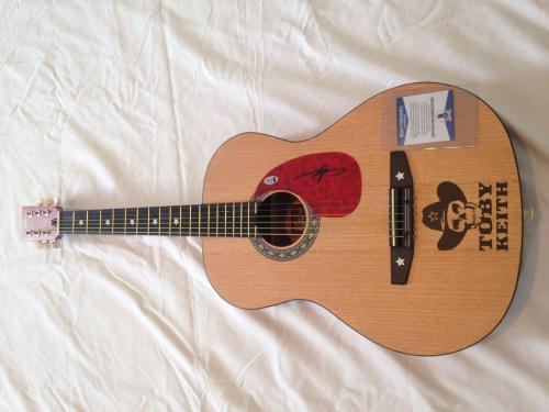 Toby Keith Country Signed Acoustic Guitar Beckett Holo Coa
