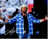 Toby Keith Signed - Autographed Concert 8x10 inch Photo - Guaranteed to pass PSA/DNA or JSA - Country Music Singer