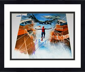TOM HOLLAND signed (SPIDER-MAN HOMECOMING) AVENGERS 11x14 photo BECKETT COA #9