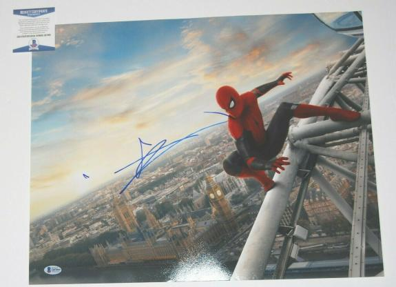 TOM HOLLAND signed (SPIDER-MAN HOMECOMING) AVENGERS 16x20 photo BECKETT COA #2