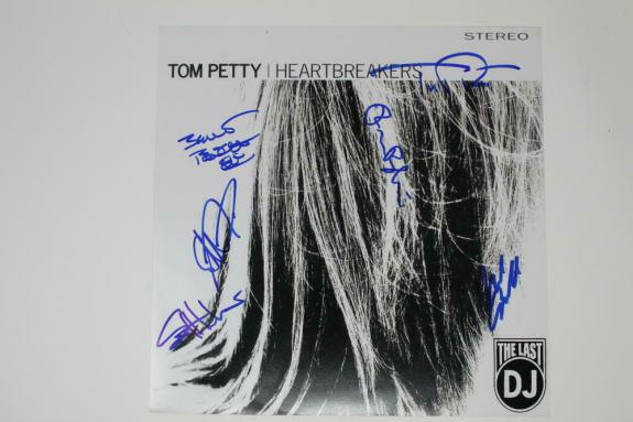 TOM PETTY AND THE HEARTBREAKERS FULL BAND (x6) SIGNED AUTOGRAPH ALBUM FLAT -REAL