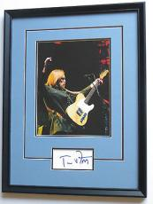 TOM PETTY Signed & FRAMED 8x10 In Concert PHOTO DISPLAY Piece w/ PSA DNA Coa