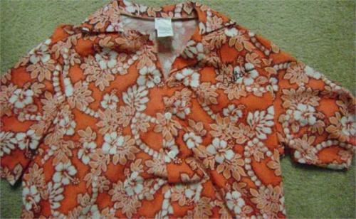 Tom Selleck autographed shirt (Magnum PI edition Mens Large Hawaiian)