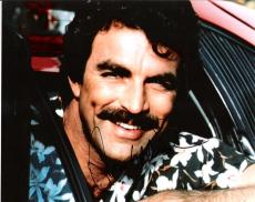 """TOM SELLECK - Best Known as PRIVATE INVESTIGATOR THOMAS MAGNUM in TV Series """"MAGNUM P.I."""" Signed 10x8 Color Photo"""