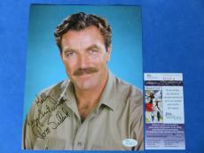 TOM SELLECK SIGNED 8x10 PHOTO ~ JSA CERT Q22808 ~ MAGNUN PI / BLUE BLOODS