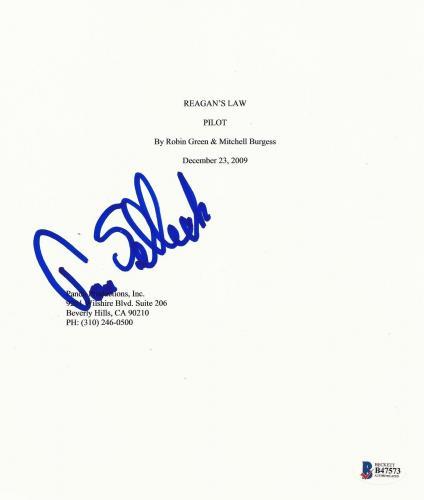 Tom Selleck Signed Blue Bloods Pilot Full Script Screenplay Autograph Beckett